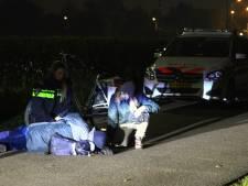 Bromfietser ligt reddeloos op straat in Nieuwland