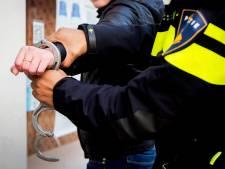 Hagenaar (30) loopt met mes en baksteen op Stationsplein en wil vechten met agent