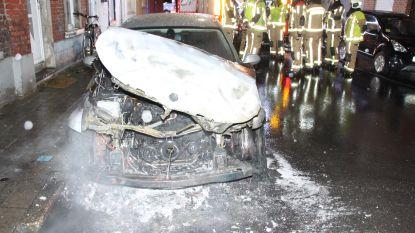 Geparkeerde auto uitgebrand op de Barakken