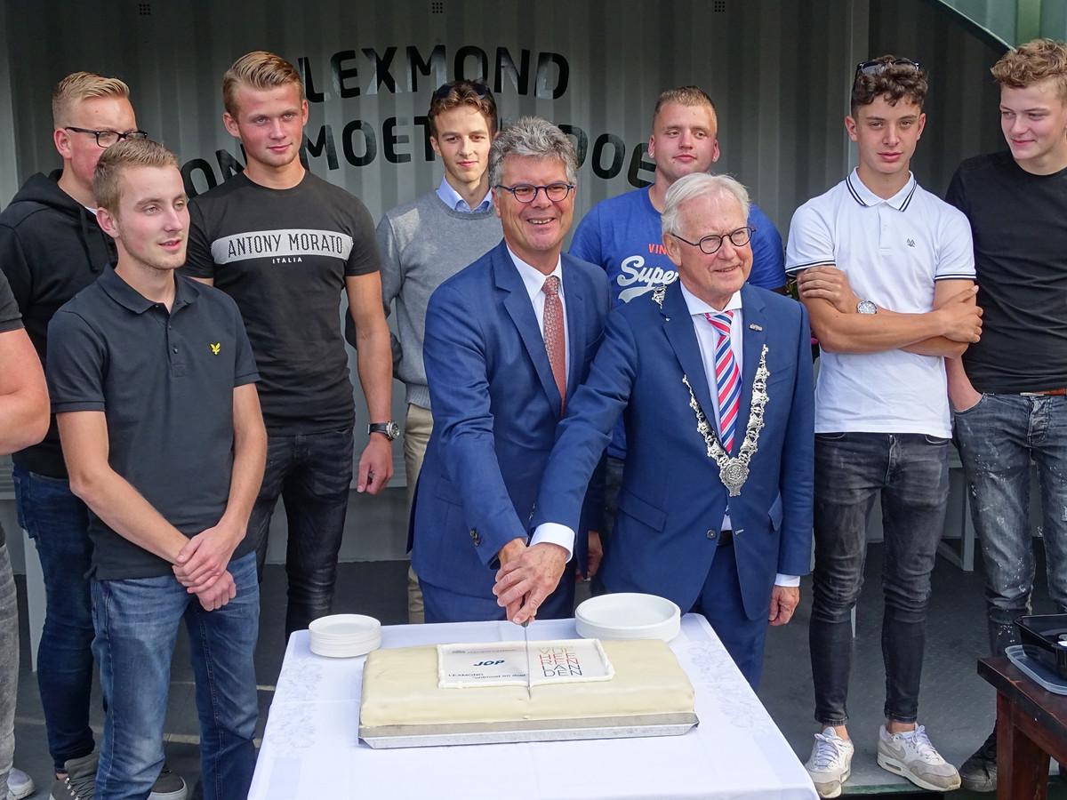 De jongerenontmoetingsplaats (JOP) in Lexmond werd geopend door commissaris van de Koning Hans Oosters en waarnemend burgemeester Jan Pieter Lokker.