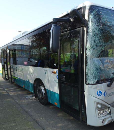 Twee bussen op elkaar in Terneuzen