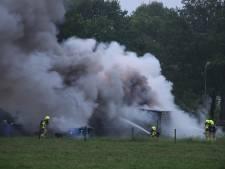 Mogelijk asbest vrij bij brand in schuur bij boerderij in Kootwijkerbroek