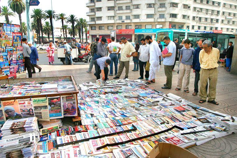In Casablanca  worden kranten en tijdschriften op straat verkocht. Beeld uit 2007. Beeld Najib Nafid
