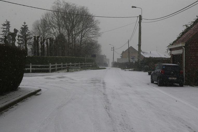 Sneeuw op de landelijke wegen van het Heuvelland