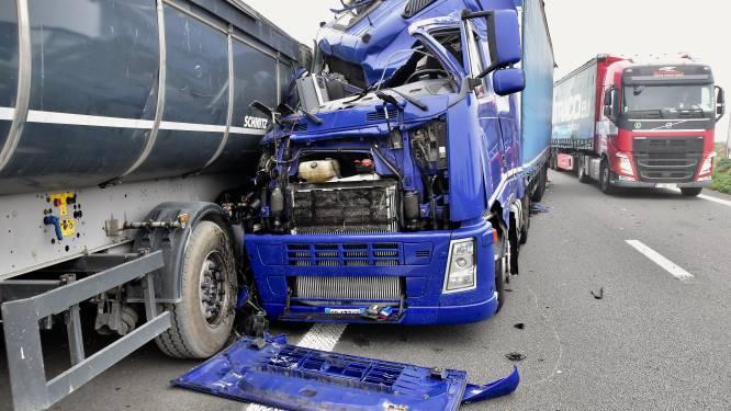 Roemeense trucker ontsnapt aan erger na zware klap op E403