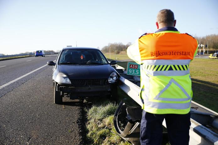 Bestuurder komt met schrik vrij bij eenzijdig ongeval A59 bij Terheijden
