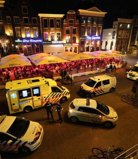 Zeker drie gewonden bij steekpartij op Grote Markt in Groningen, slachtoffer in nek gestoken