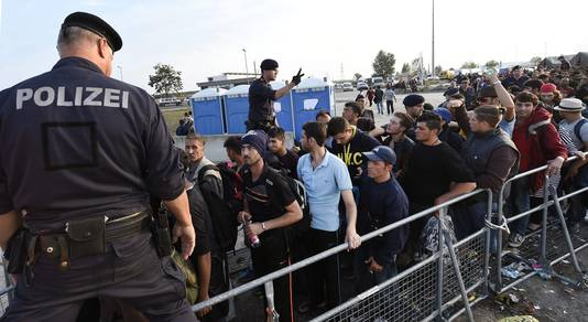 Afflux de demandeurs d'asile à Nickelsdorf (Autriche)