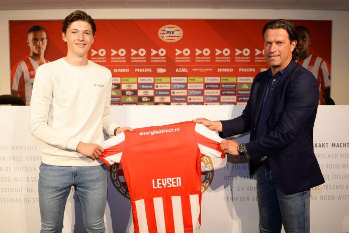 Belgisch jeugdinternational Fedde Leysen en Ernest Faber, hoofd opleidingen en hoofdcoach van PSV.