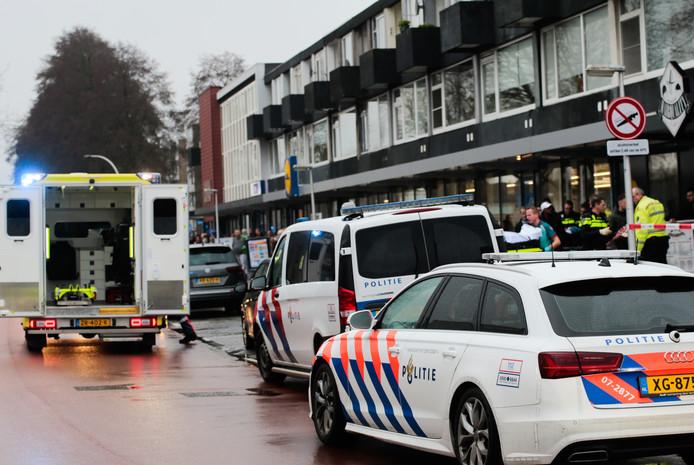 Het slachtoffer is per ambulance naar het ziekenhuis gebracht.