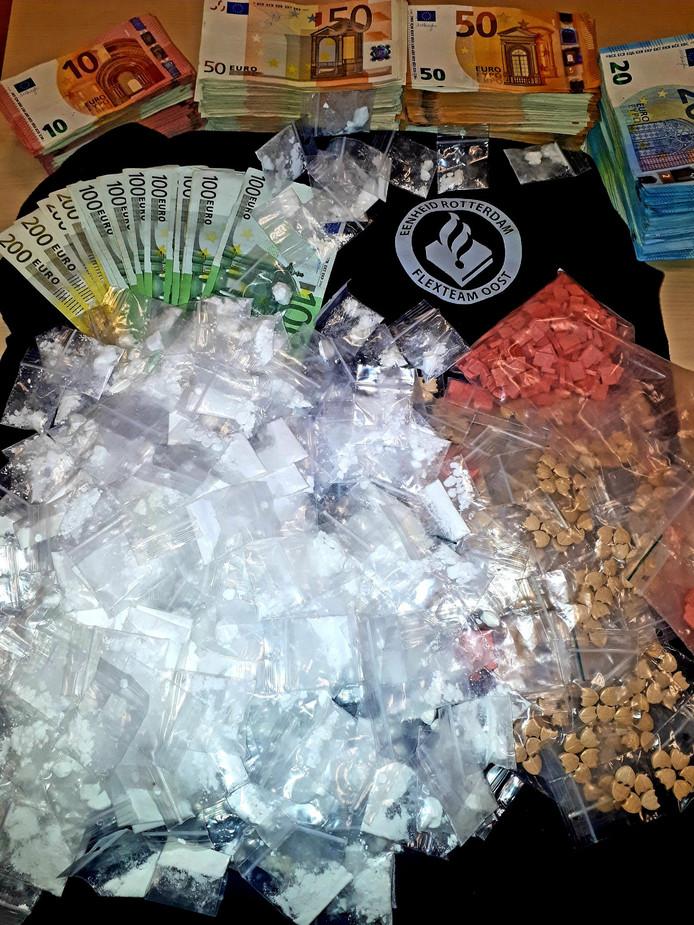 De grote hoeveelheid verdovende middelen die de politie in de woning aantrof.