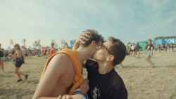 One kiss of de kusjesdans? De weide van Pukkelpop weet er wel raad mee