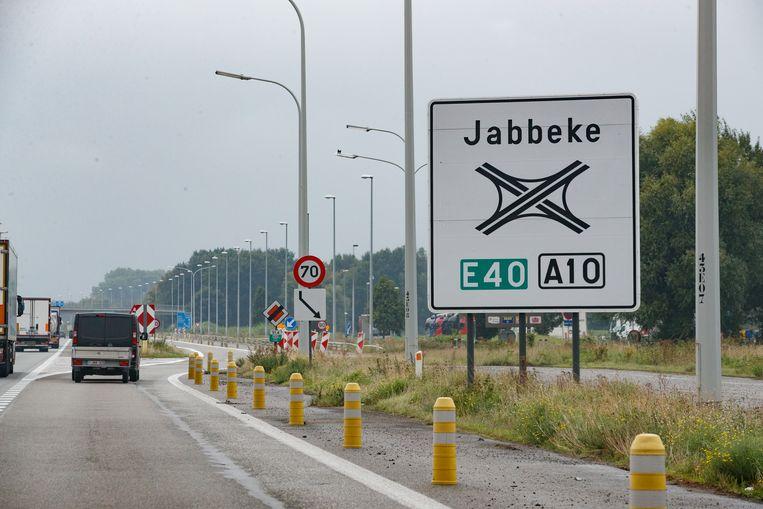 De werken gaan van start net voorbij het knooppunt in Jabbeke.