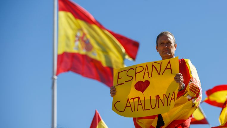 'Spanje houdt van Catalonië.' In Madrid werd zaterdag gedemonstreerd tegen Catalaanse onafhankelijkheid. Beeld getty