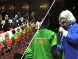 Willeke Albert zingt kinderen toe bij Nationaal Schoolontbijt