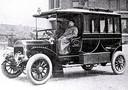 Dr C.W.A. Essers uit Amsterdam (Nederland) neemt in augustus 1907 de eerste particuliere ambulance aangedreven door een benzinemotor van het merk Altena) in dienst.