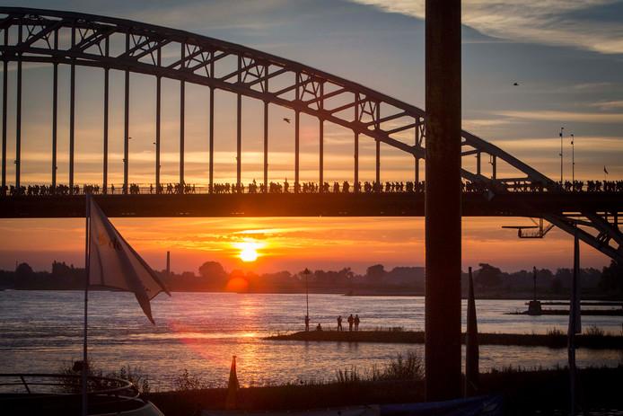De Waalbrug in Vierdaagsetijd.