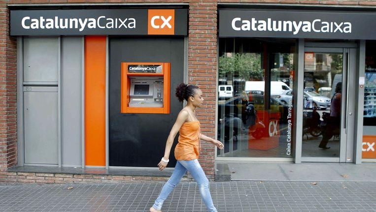 Een filiaal van de Catalunya Caixa bank in Barcelona. De bank is een van de vijf Spaanse banken die de stresstest van EBA niet hebben gehaald. Beeld epa