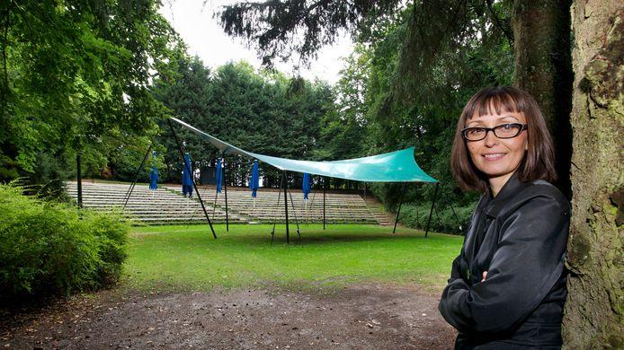 Jet Smeets van de Rhedense instelling voor Cultuur en Kunst RiQQ.