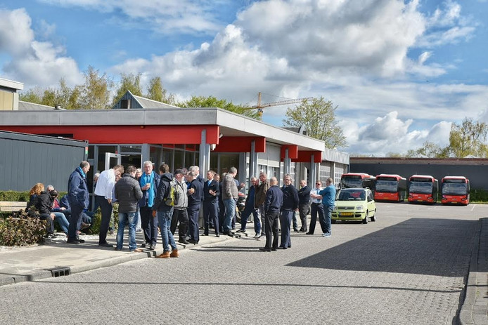 De buschauffeurs verzamelen zich op de Fatimastraat in Tilburg