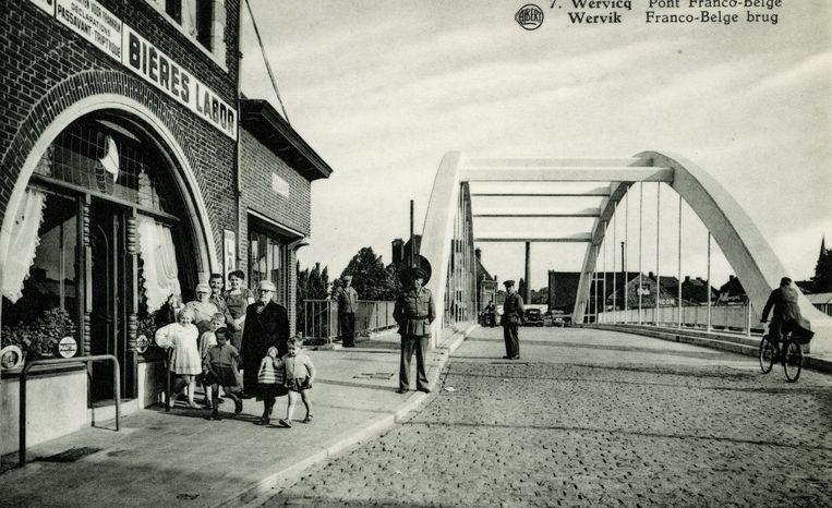 Ooit was er op de grensbrug een douanepost. Over de brug trokken dagelijks vele grensarbeiders, om te gaan werken in de Noord-Franse textielindustrie.