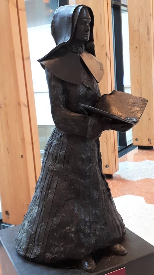 Koperen beeld in het Jeroen Bosch Ziekenhuis ter nagedachtenis aan de zusters van Carolus Borromeus