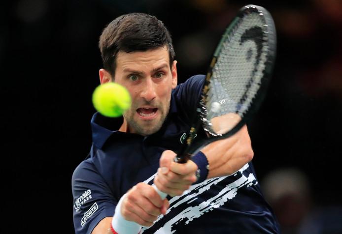 Novak Djokovic in actie in Parijs.