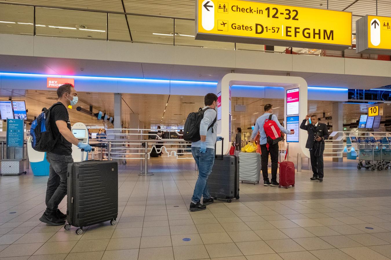 Transavia vliegt weer mondjesmaat vanaf Schiphol. Onder meer naar 'oranje gebieden' Lissabon en Faro.