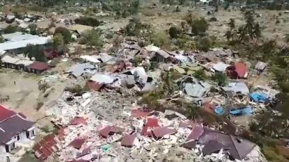 Dronebeeld toont ravage na aardbeving Sulawesi