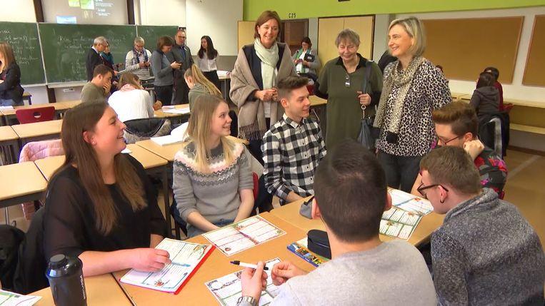 Vlaams minister van Onderwijs Hilde Crevits (CD&V) bezocht vandaag een Duitse school waar Nederlands gegeven wordt.