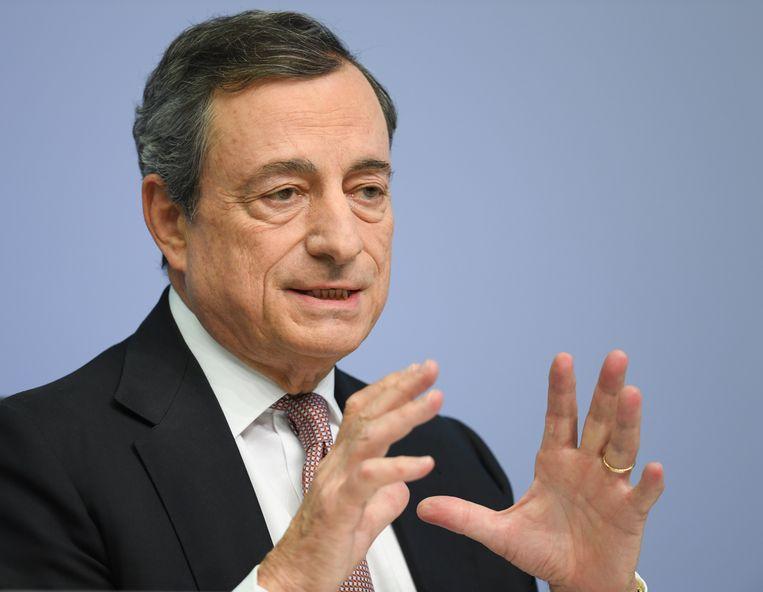 Mario Draghi, president van de Europese Centrale Bank, spreekt tijdens een persconferentie op het ECB-hoofdkwartier. Beeld Arne Dedert/DPA