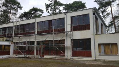 Het tijdelijk asielcentrum in Kalmthout: al twee maanden vertraging in aanslepend dossier