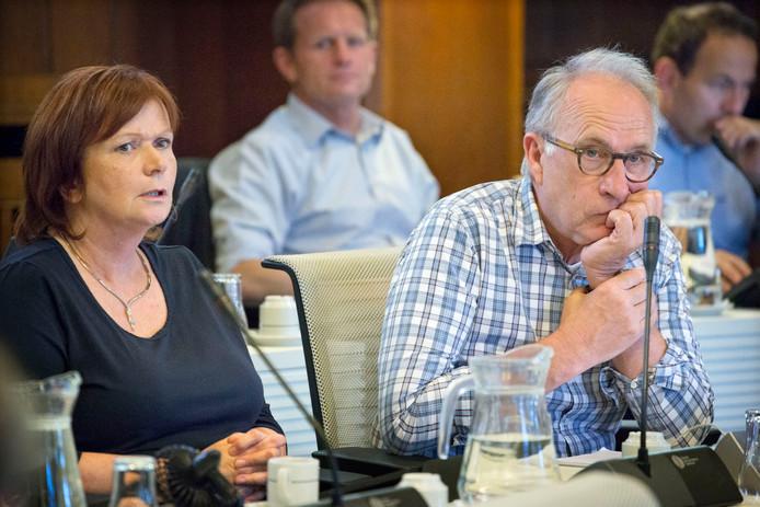 De voormalige CDA-raadsleden Els Groeneweg en Peter Elbertse stonden vorig jaar aan de basis van de nieuwe partij Volmondig Ja in Breda. Peter Elbertse gaat door met de partij. Els Groeneweg is gestopt vanwege een verhuizing naar buiten Breda.