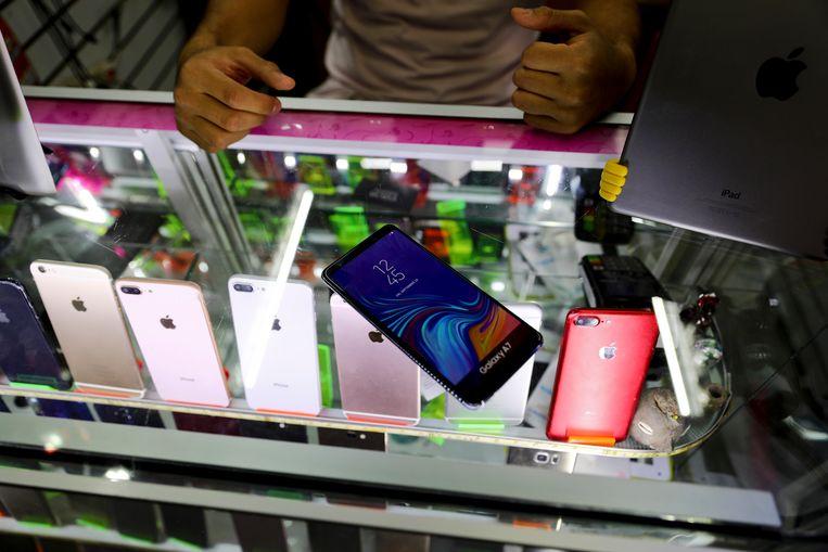 Deze smartphones in Mexico City zien er echt uit, maar zijn eigenlijk imitaties.