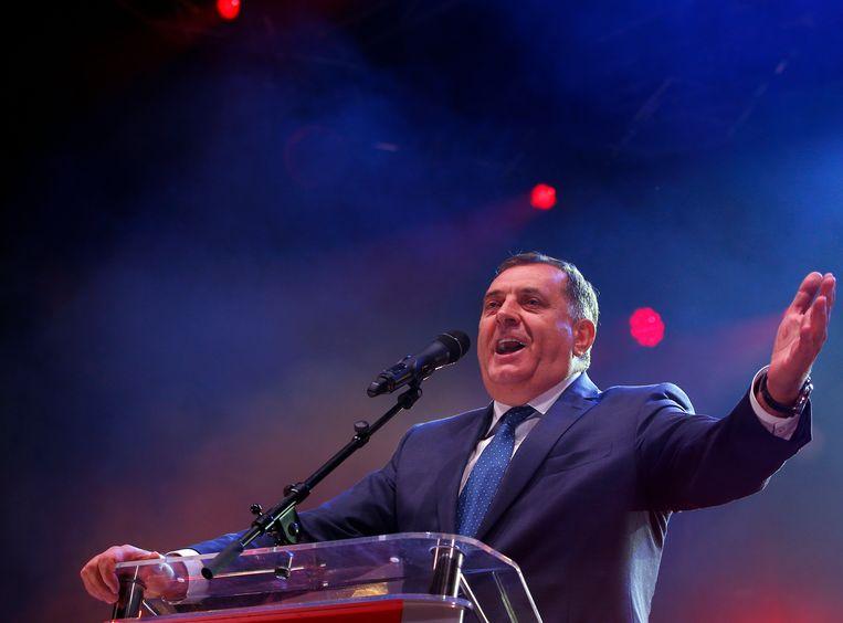 Milorad Dodik eist de overwinning op bij de Serviërs. Dodik is een pro-Russische nationalist. Hij wil dat het Servische deel van Bosnië zich afscheidt en bij Servië voegt. De verwachting is dat hij gaat proberen de politiek lam te leggen.