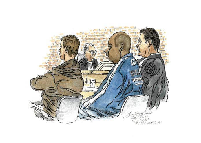 Michel T. tussen zijn advocaat en begeleider.