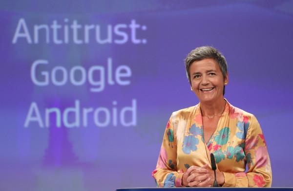 **Glimlachend velt Europees Commissaris Margrethe Vestager Google's vonnis**