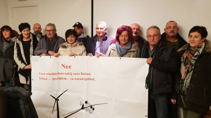 Protest tegen windmolens op Den Hout