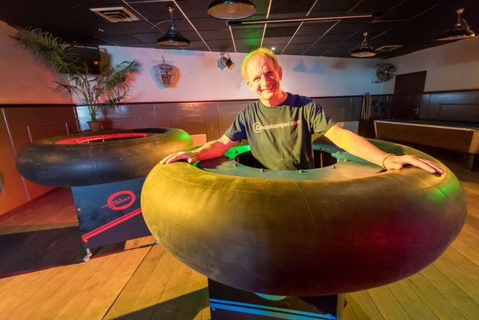 Johan Vlemmix opent eerste Coronabumperbar in voormalig café De Ster in Leende.