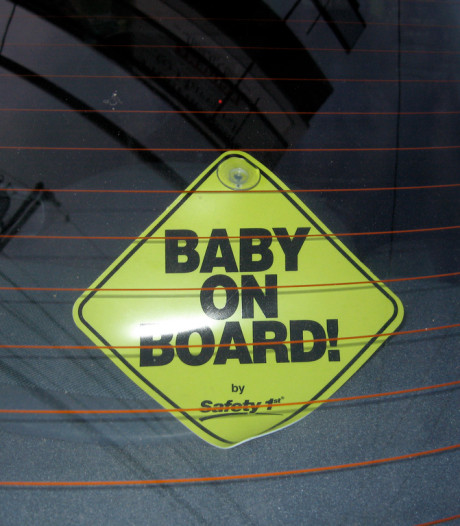 Moeder rijdt onder invloed van ghb door Kaatsheuvel, met baby naast zich