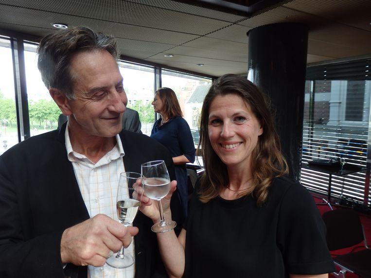 Frits Spangenberg, hier naast Mary Hoogerbrugge, van de organisatie, zat drie jaar in de jury van de Effie Awards en neemt nu afscheid. 'Met tranen in de ogen!' Beeld -