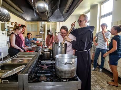 Liever even leven als monnik in abdij Sion dan zonvakantie op Ibiza