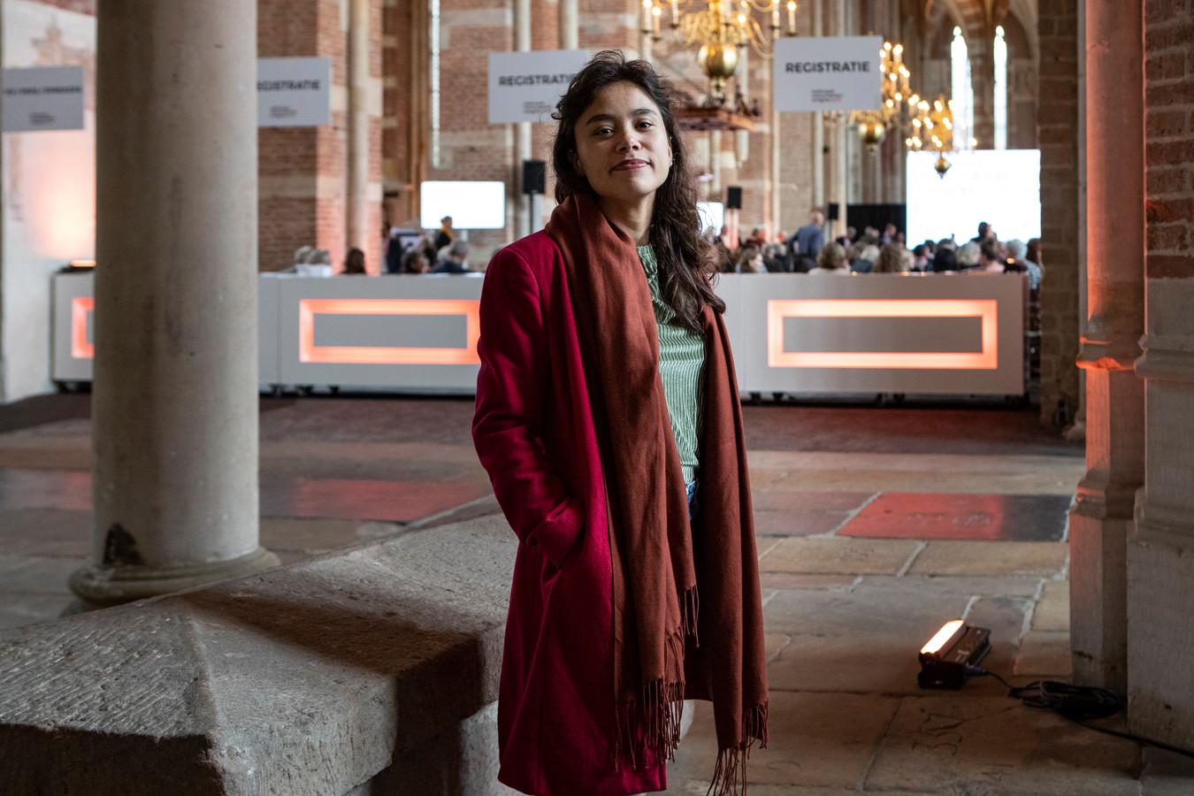 """Sharon Kromotaroeno maakte een documentaire over de Lebuinus, Gods markthal. ,,Een belangrijke vraag is waar de grens ligt."""""""
