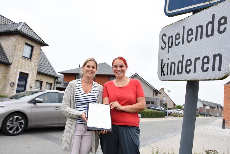Kimberly Dupont en Kimberly Deleu zijn de initiatiefnemers van de petitie.