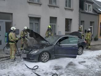 Auto vliegt in brand in Wilrijk