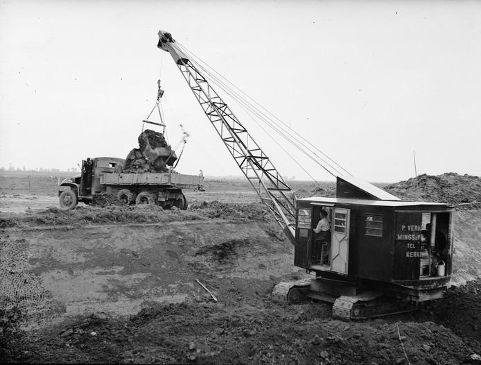De eerste graafwerkzaamheden in de jaren vijftig of zestig. Foto: Nationaal Archief