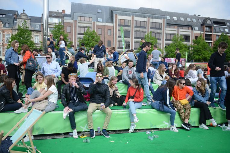 De Kiesweek op het Ladeuzeplein in Leuven kleurt een beetje groen dit jaar.
