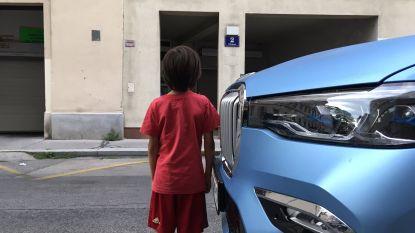 Jongen even hoog als snuit BMW: onmogelijk dat bestuurder hem ziet