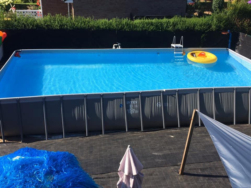 Zo zag het zwembad eruit voor het vandalisme.