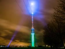 De grootste kerstboom in IJsselstein brandt, een beetje